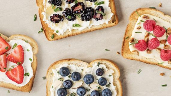 Berry Fine Toasts Recipe Image